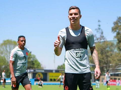 Mateus Uribe en el entrenamiento del América