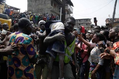 Van 12 muertos por derrumbe de escuela en Nigeria