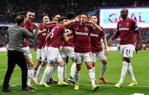 Con doblete de 'Chicharito', West Ham vence al Huddersfield Town