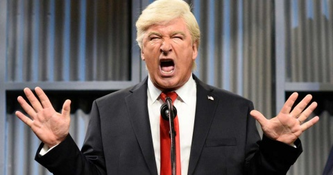 Propone Trump investigar a 'Saturday Night Live' por parodiarlo