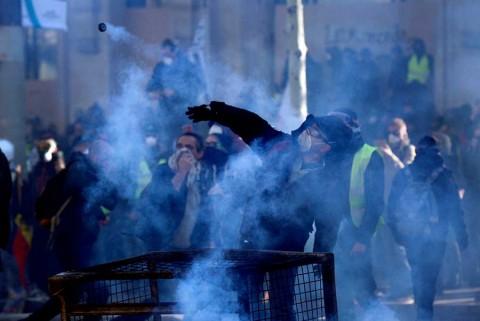 Francia despliega militares para vigilar a 'chalecos amarillos'