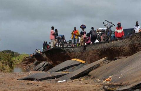 Al menos 400 muertos en sureste de África por ciclón