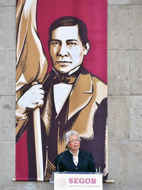 La titular de la Segob, Olga Sánchez Cordero, al encabezar la Ceremonia Conmemorativa del 213 Aniversario del Natalicio de Benito Juárez. Foto: Especial