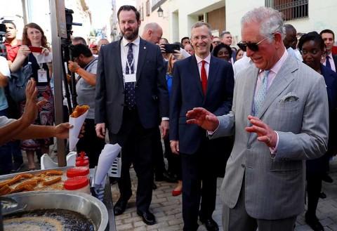 Príncipe Carlos se la pasa chévere en Cuba