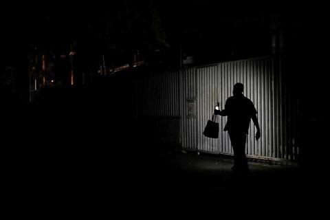 Venezuela se paraliza por segundo día a causa de apagón