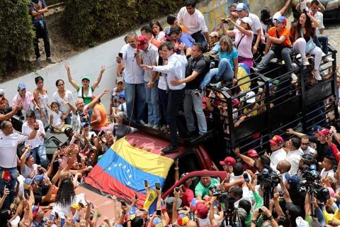 Chavismo y oposición marchan en Venezuela