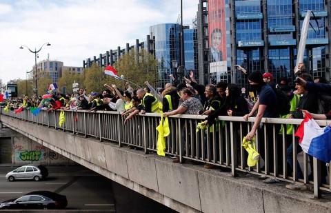'Chalecos amarillos' siguen en pie de lucha pese a decaída