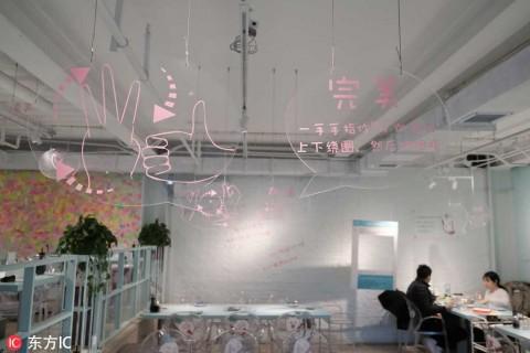 El restaurante 'silencioso' que da trabajo a personas sordas