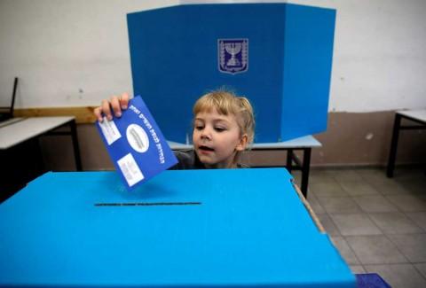 Israel vota en calma, con futuro de Netanyahu en juego