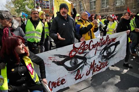 'Chalecos amarillos' toman impulso; Macron alista reformas