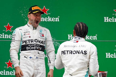 Hamilton gana GP de China; 'Checo' acaba octavo
