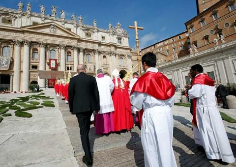 En Domingo de Ramos, el Papa fustiga el triunfalismo