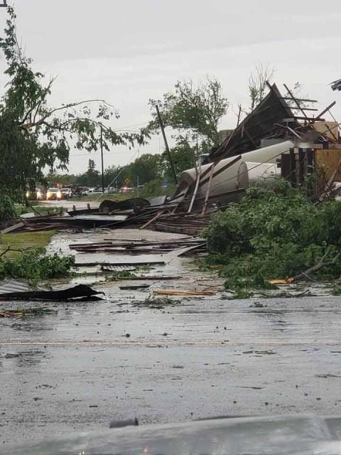 Tornados azotan sur de EU; al menos 4 muertos