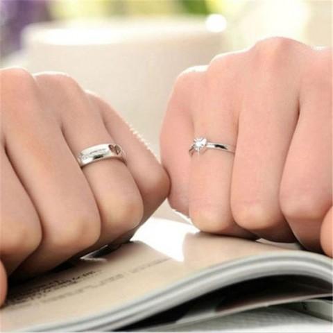 Crean anillos de boda con GPS que avisan cuando se lo quitan