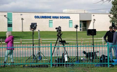 Conmemora EU 20 años de la masacre de Columbine