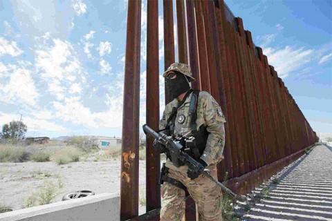 Grupo cazamigrantes de EU querían matar a Obama y Hillary Clinton