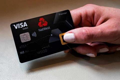 Lanzan tarjeta de débito que requiere huella en vez de pin