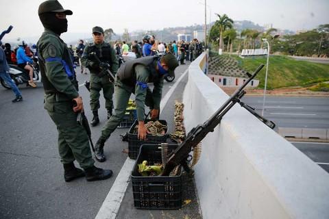 Venezuela vive momento crítico por rebelión contra Maduro