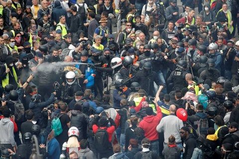 Disturbios sacuden a Francia durante marcha por Día del Trabajo