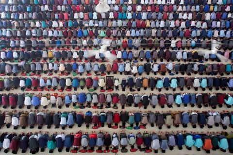Millones de musulmanes celebran el inicio del Ramadán
