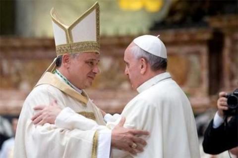 Limosnero del Papa realiza