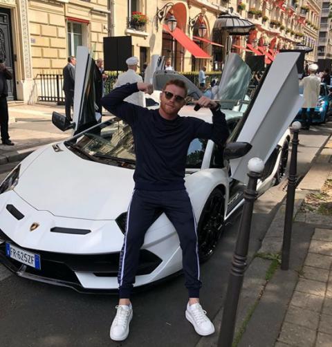 A toda velocidad ''El Canelo'' presume Lamborghini en Mónaco