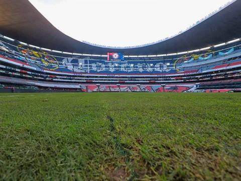 Estadio Azteca inicia instalación de césped natural