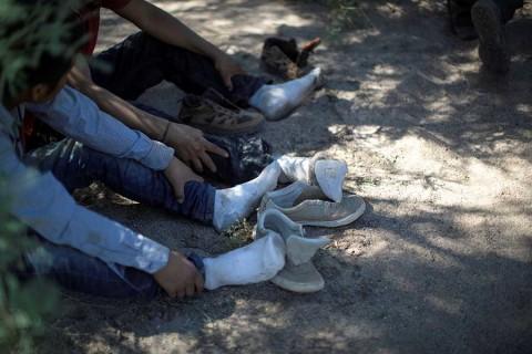 EU reporta récord de migrantes detenidos en frontera con México