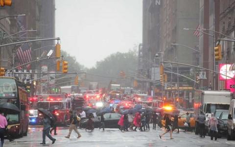 Helicóptero choca contra edificio en NY; fue accidente