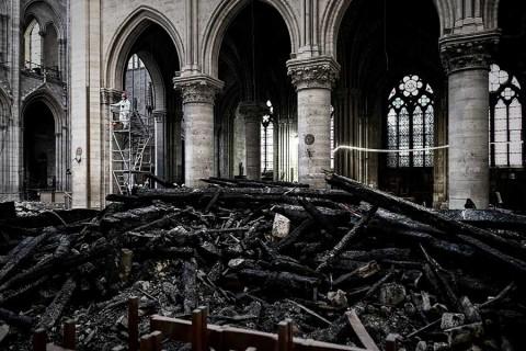 Celebrarán primera misa en Notre Dame tras incendio, aunque con cascos