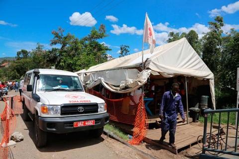 Reporta Uganda un muerto por ébola y dos nuevos casos