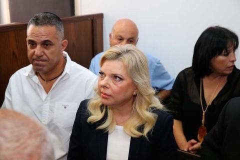 Esposa de Netanyahu admite malversación; recibe multa