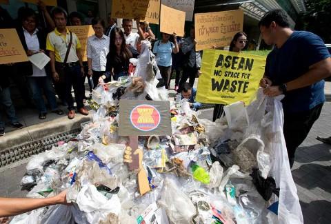 Países asiáticos se unen contra la basura en los mares