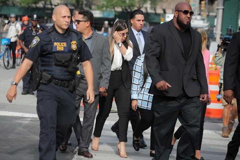 Emma Coronel arriba a tribunal para escuchar sentencia a 'El Chapo'