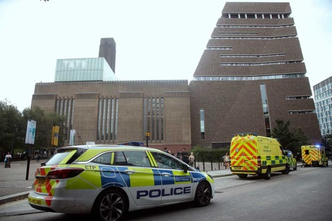 Joven lanza a niño desde décimo piso en museo Tate Modern de Londres