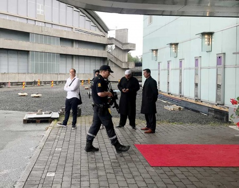 Investiga Noruega tiroteo en mezquita como acto terrorista