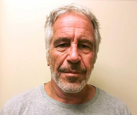 Crece misterio sobre Jeffrey Epstein: fiscal admite fallas en cárcel y 'guardan' autopsia