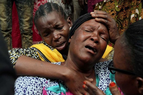 Suman 75 muertos por explosión de pipa en Tanzania