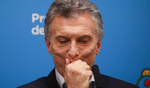 Macri anuncia plan anticrisis, pero el desplome sigue
