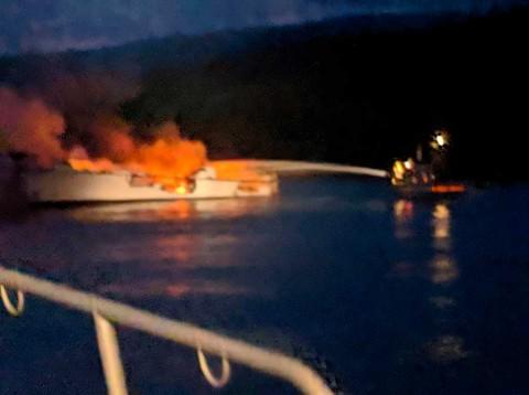 Incendio en barco deja 34 desaparecidos en California