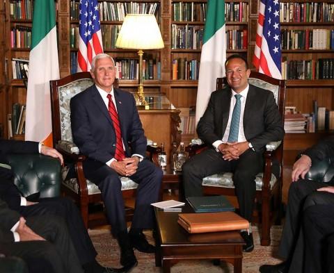 Vicepresidente Pence se hospeda en hotel de Trump en visita oficial a Irlanda