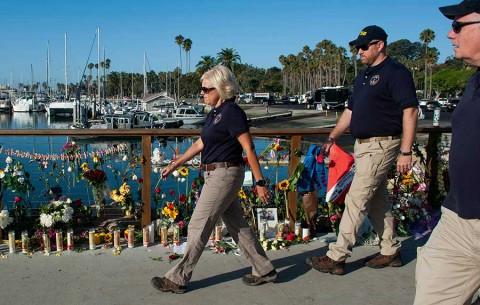 Recuperan 33 cuerpos del barco incendiado en California