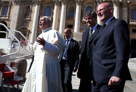 Renuncia el jefe de seguridad del Papa por una filtración