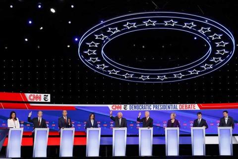 Debate demócrata, entre ataques contra Trump y críticas a Warren