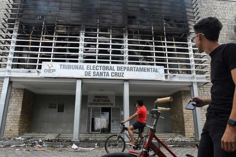Evo Morales denuncia golpe de Estado; oposición lanza huelga