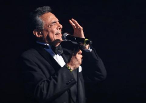 El Zócalo capitalino retumba con homenaje a José José