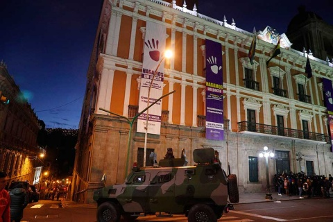 Presidenta interina llega a casa de gobierno en Bolivia
