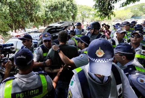 Bronca en embajada de Venezuela en Brasil