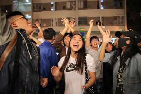 Líder de Hong Kong omite concesiones pese a revés electoral