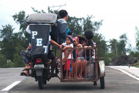 Evacuan a miles en Filipinas ante llegada de tifón 'Kammuri'